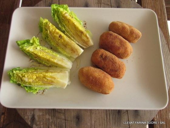 Croquetes de pollastre amb pernil panses i pinyons 010